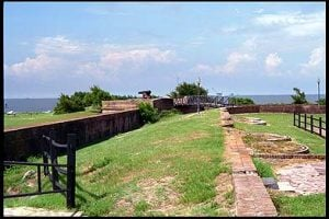 barbette cannon mounts fort gaines